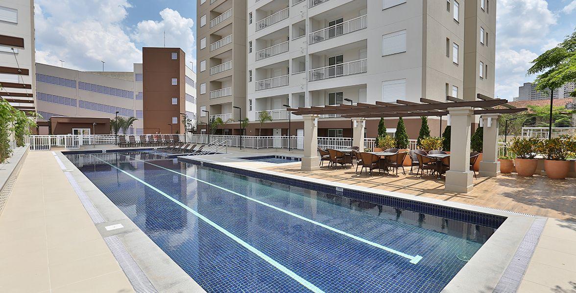 PISCINA ADULTO com raia de 25 metros, deck molhado e piscina infantil.