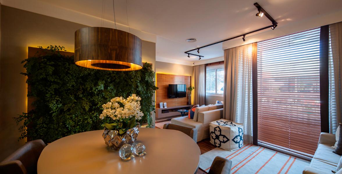 SALA AMPLIADA do apto de 59 m², tem 3 ambientes (jantar, estar, TV) para você receber suas visitas sem aperto.