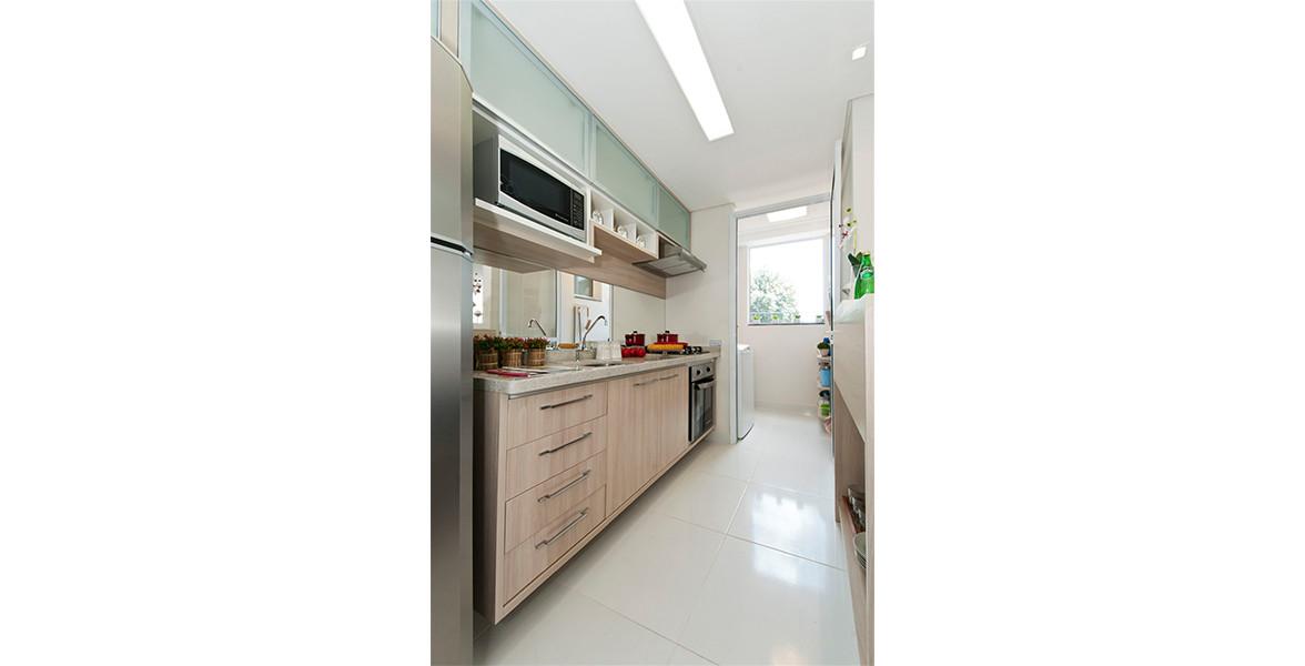 COZINHA do apto de 66 m² com bastante espaço para armários e gavetas.