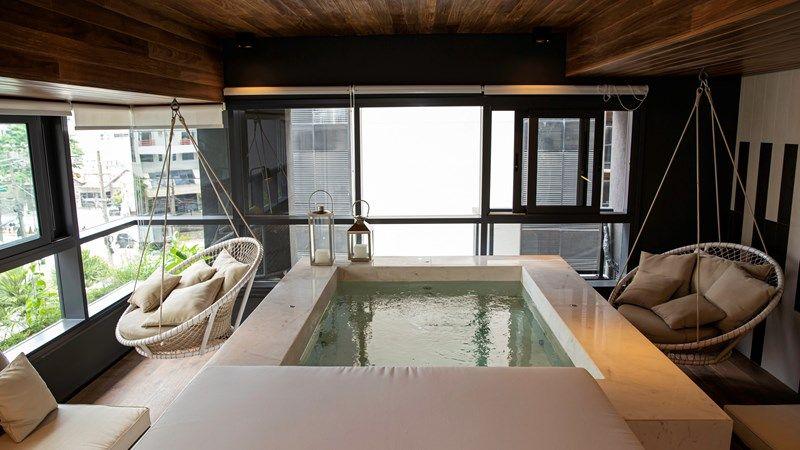 SPA & MASSAGEM localizado no 3º andar, um espaço bastante reservado para você entrar e relaxar.