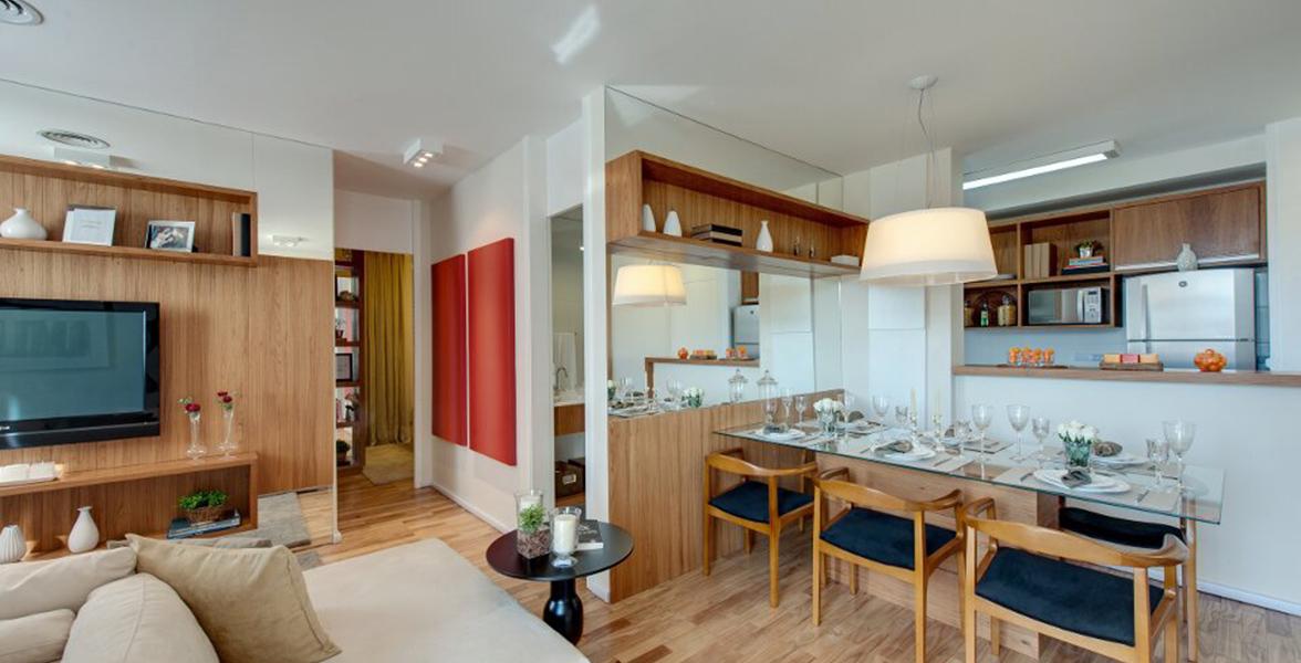 COZINHA AMERICANA do apto de 61 m² integrada à área da mesa de jantar.