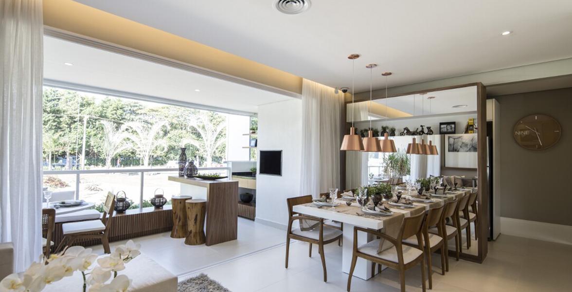 SALA DE JANTAR do apto de 96 m² bastante iluminada, devido à grande integração com a varanda.