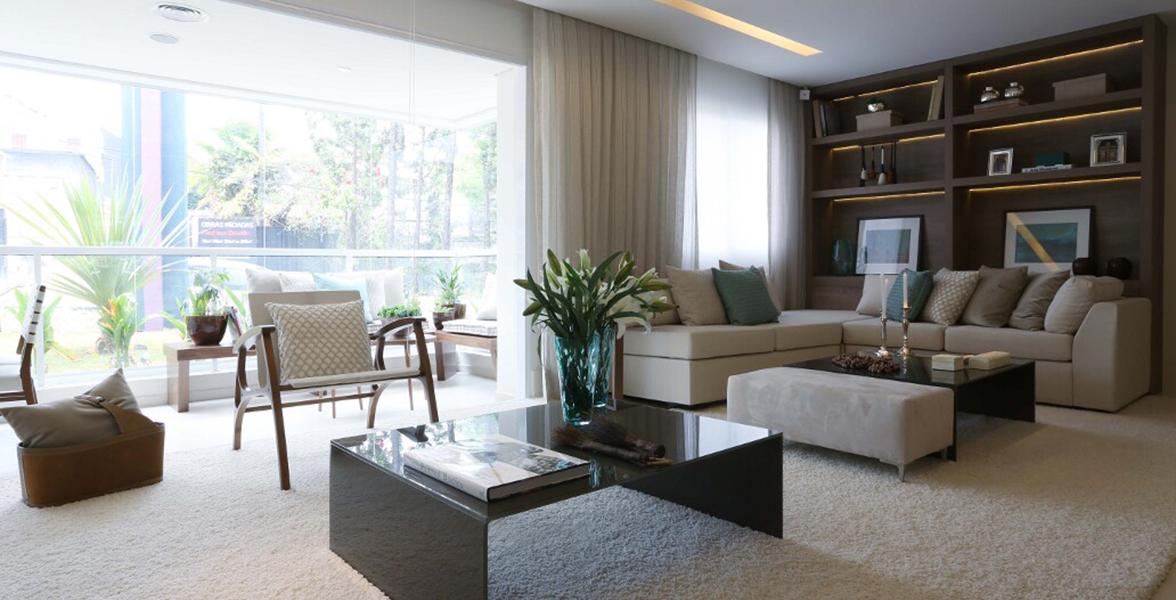 LIVING AMPLIADO do apto de 116 m² com amplos caixilhos, permitindo maior abertura para o terraço gourmet do Quatro Brooklin