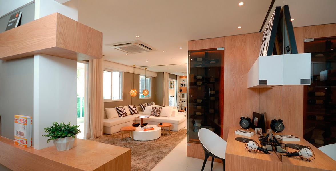 LIVING AMPLIADO do apto de 60 m² visto a partir da cozinha. Destaca uma ótima sugestão de adega climatizada do Art's Mourato Coelho