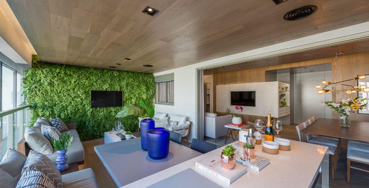 TERRAÇO GOURMET do apto de 149 m² com ampla integração com o living devido às portas de vidro permitem maior abertura do vão.