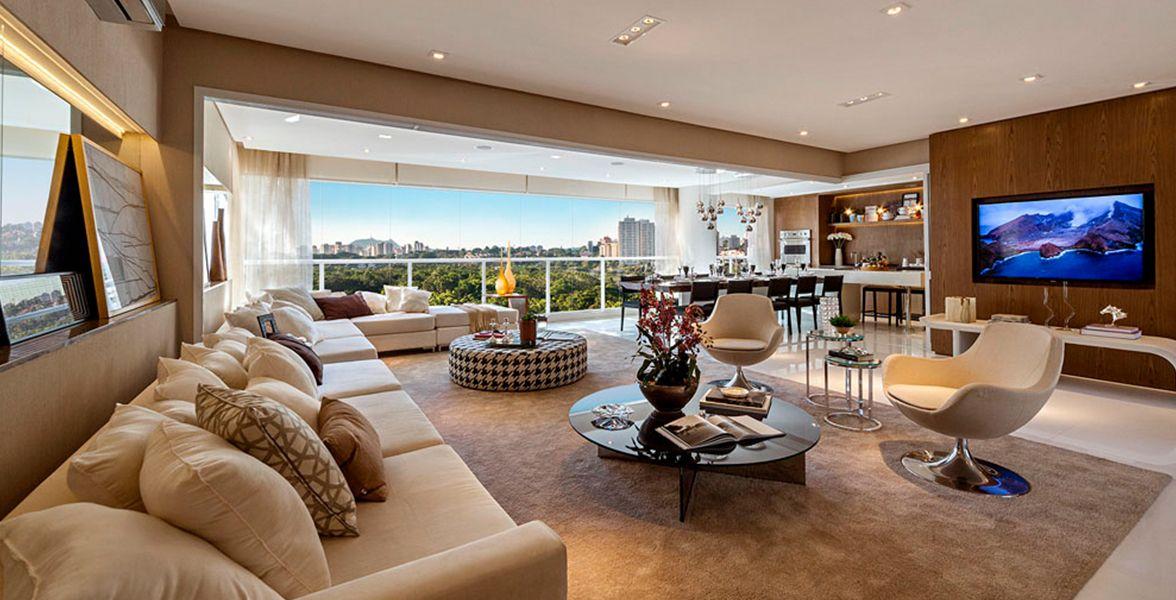LIVING AMPLIADO completamente integrado ao terraço gourmet com pisos nivelados.