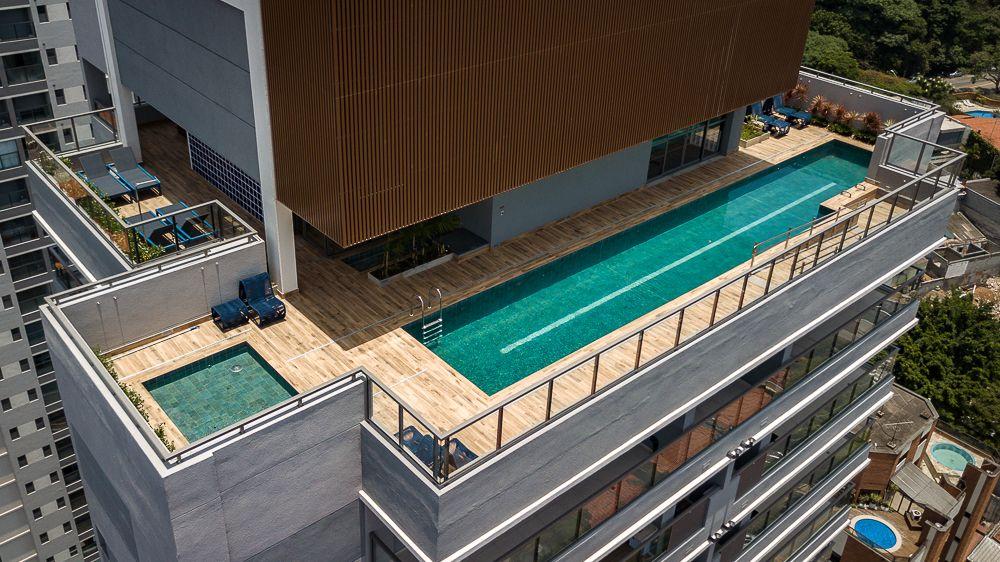 VOO COBERTURA do 22º andar com 6 itens de lazer: piscina adulto e infantil, solarium, fitness com terraço e terraço coberto.