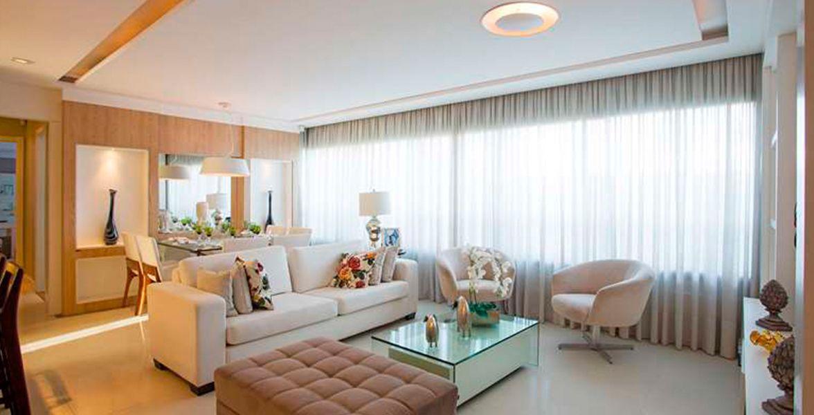 LIVING do apto de 104 m² com janela ampla, proporcionando ótima vista para o Guaíba do Pedra Bonita