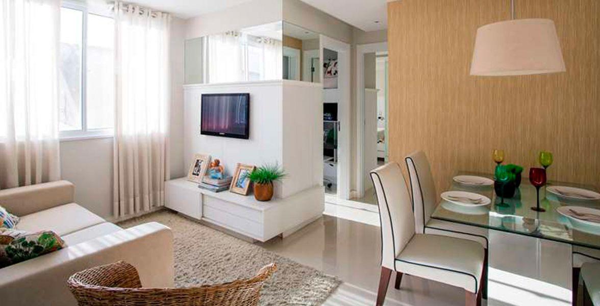 LIVING do apto decorado de 48 m² com sala de jantar com capacidade para 4 pessoas, além de banheiro de apoio do Terrabela Planalto