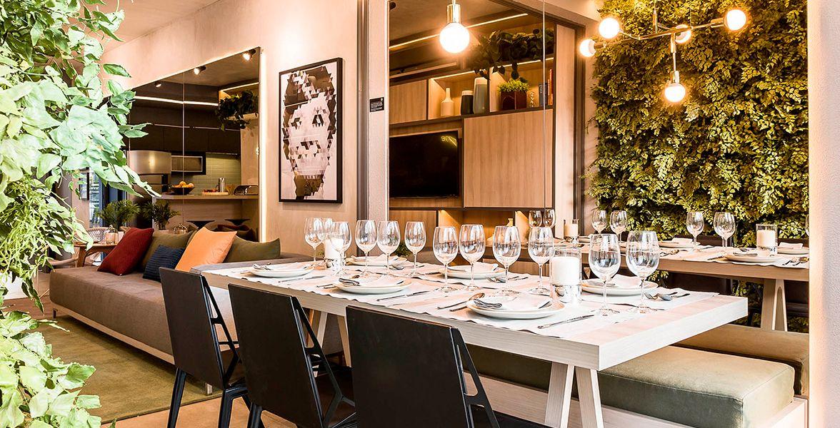 TERRAÇO do apto de 69 m² com ampla área de jantar.
