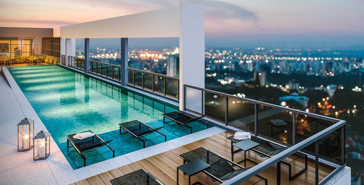 PISCINA ADULTO com deck molhado e solarium a 75 metros de altura.