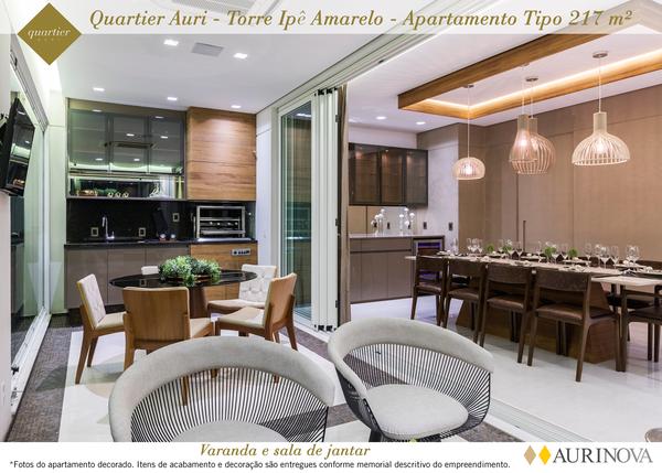 TERRAÇO E LIVING do apto de 217 m² com portas de correr que proporcionam integração total entre os ambientes e infra para área gourmet.