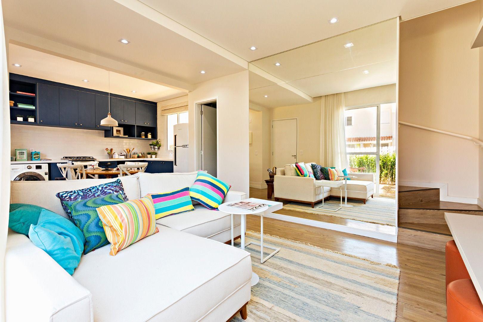 LIVING da casa de 104 m².  Casa com 2 dormitórios (área coberta de 66 m²).