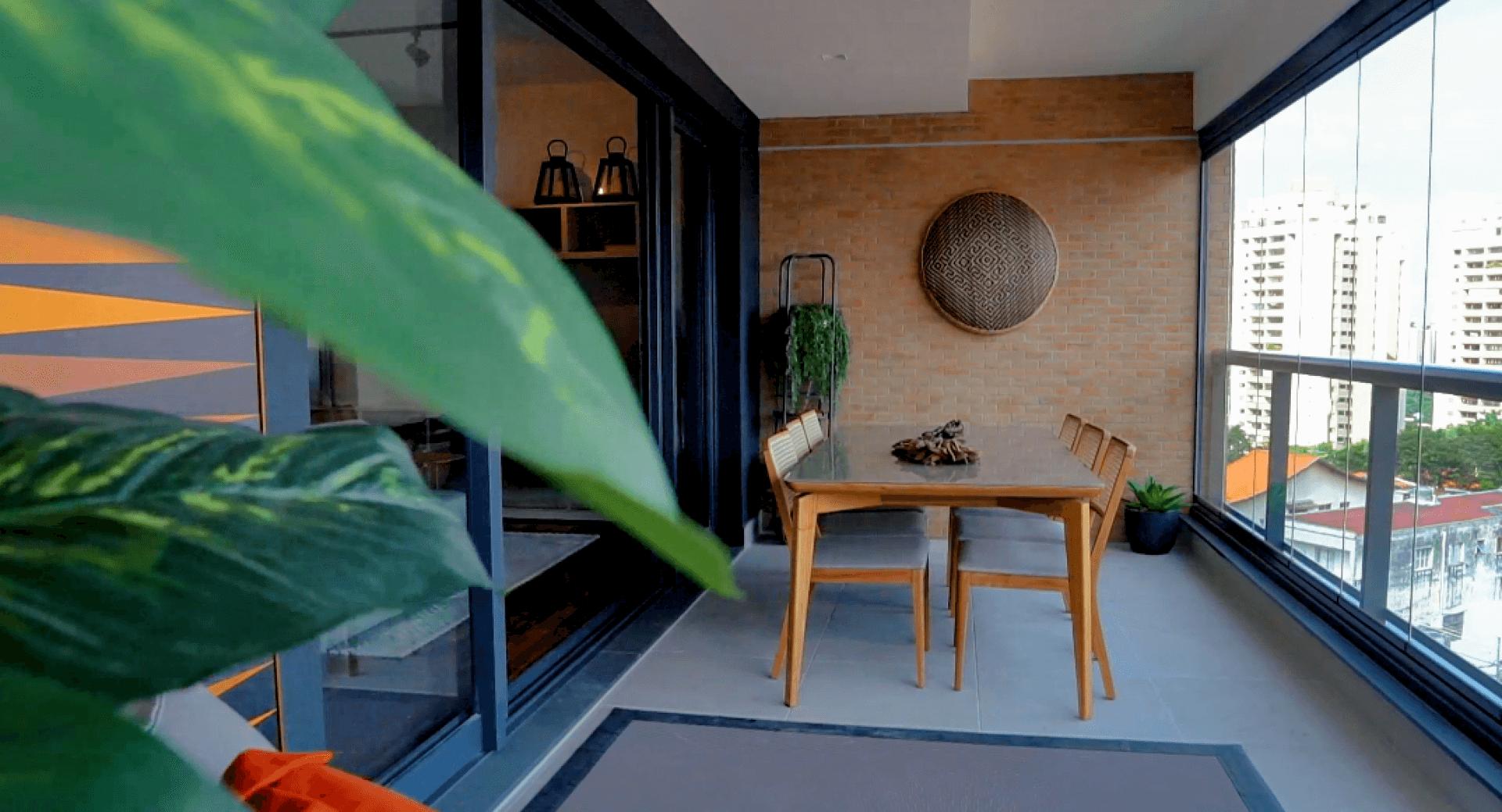 TERRAÇO do apto de 132 m² que se integra ao living garantindo mais de 40 m² de área social, perfeito para receber convidados ou relaxar no fim de tarde apreciando a vista para o entorno!