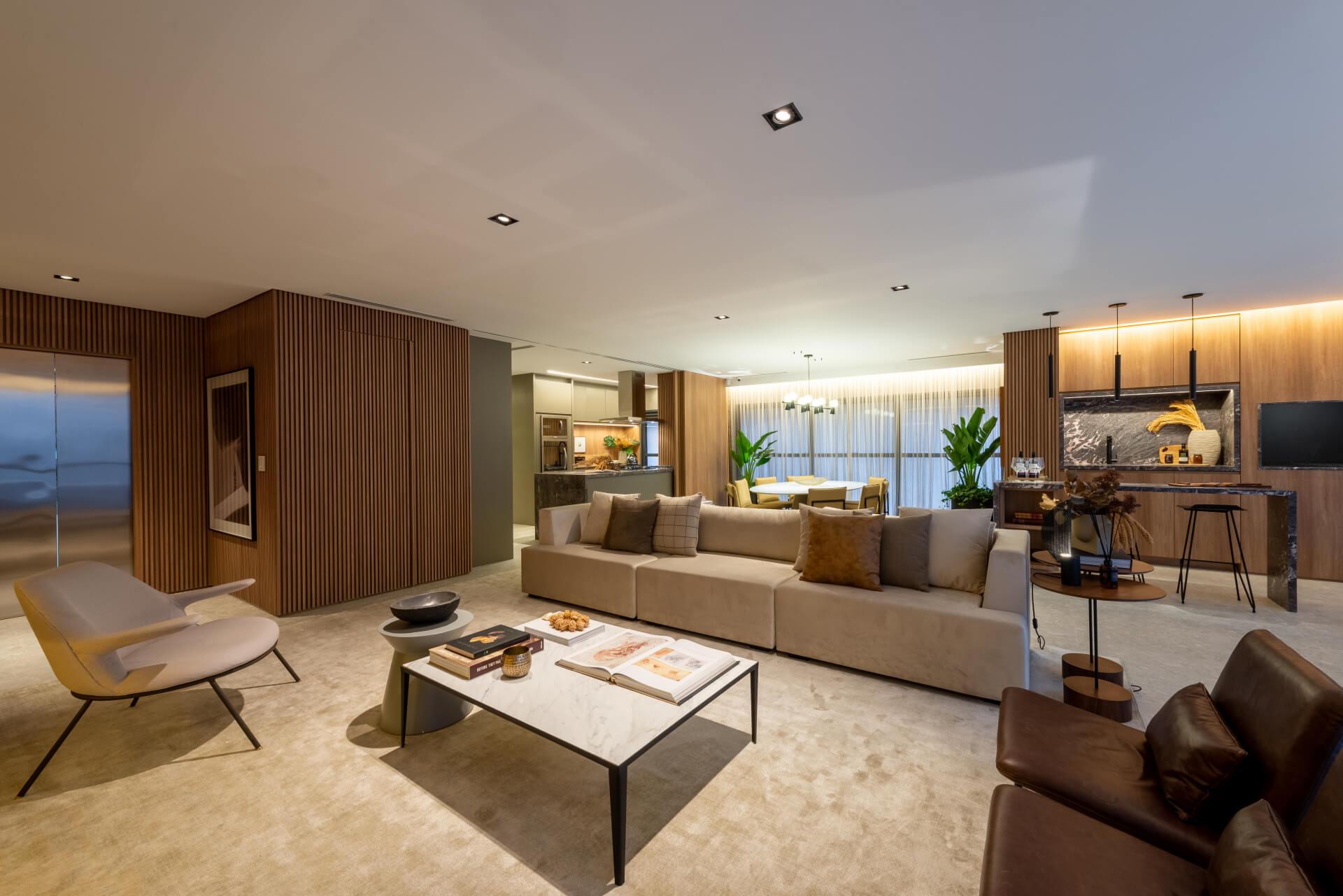 LIVING do apto de 152 m² integrado à varanda, uma configuração que prioriza a convivência familiar e favorece a circulação fluida em toda a área social.